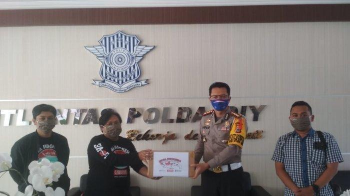 Bantuan Masker untuk Ditlantas Polda DIY oleh Tribun Jogja dan Cardinal