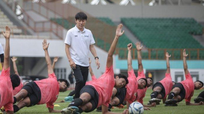 Cara Shin Tae-yong Hafalkan Nama Pemain Timnas Indonesia, Hafalkan Satu Kata