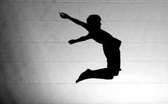 Detik-detik Polisi Nekat Lompat dari Fly Over,  Ternyata Sempat Tersenyum ke Tukang Sapu