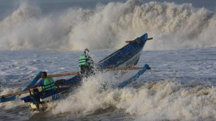 Peringatan Dini BMKG Rabu, 8 Juli 2020: Gelombang Tinggi Capai 4 M di Samudera Hindia Selatan Banten