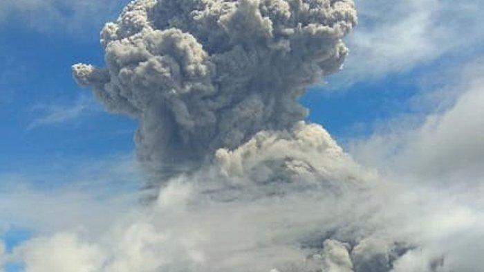 Abu Vulkanik Membumbung Tinggi 5.000 Meter Video Detik-detik Gunung Sinabung Erupsi
