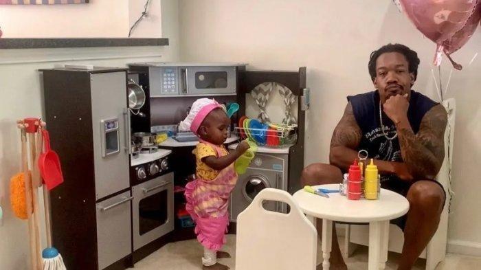 Pria Ini Tulis Ulasan Lucu buat 'Restoran' Milik Putrinya di Instagram Gemas