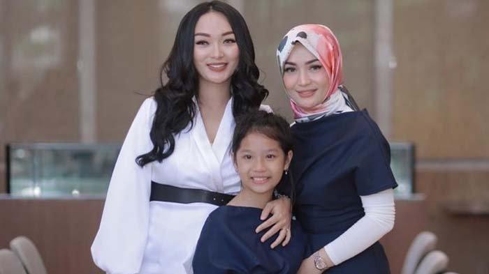 Zaskia Puji Imel Sosok Ibu Hebat Potret Keakraban Zaskia Gotik & Imel Putri di Acara Ultah Anak